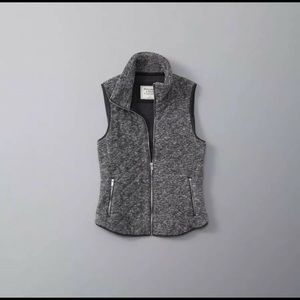 Abercrombie & Fitch grey fleece vest